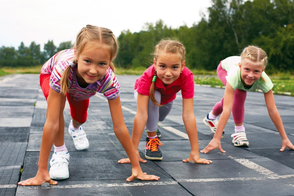 girls starting to sprint