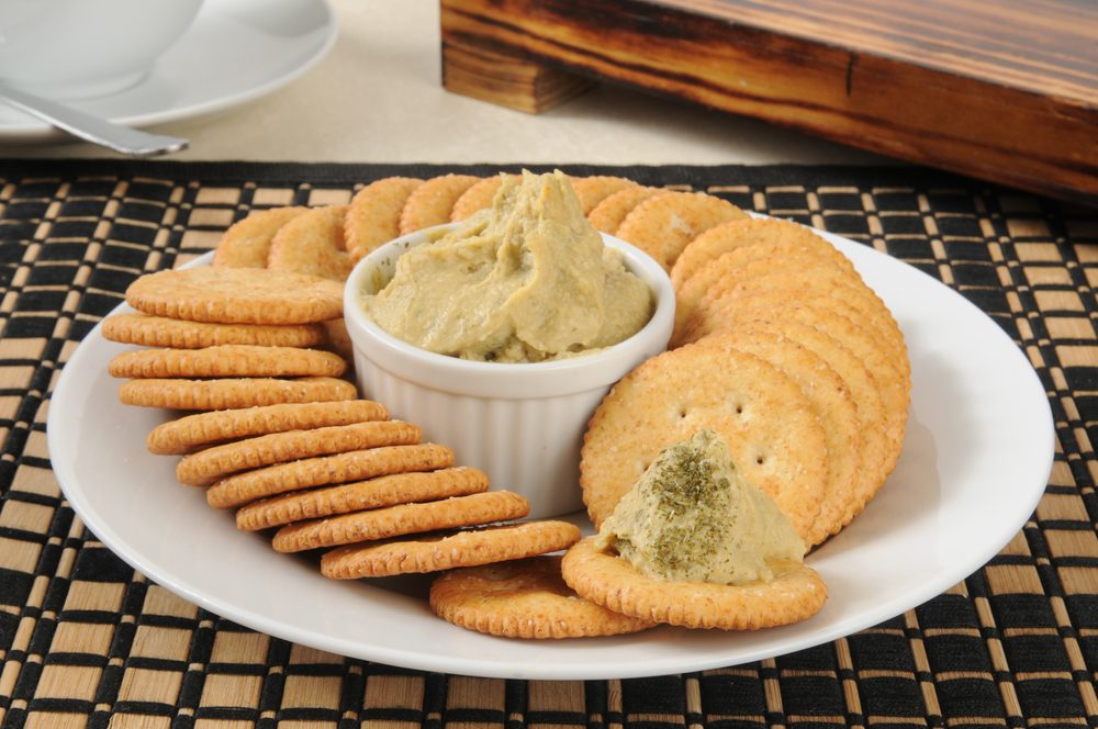 Wheat Crackers with Hummus